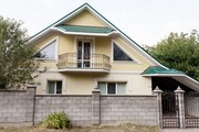 Продам сучасний будинок тихій центр